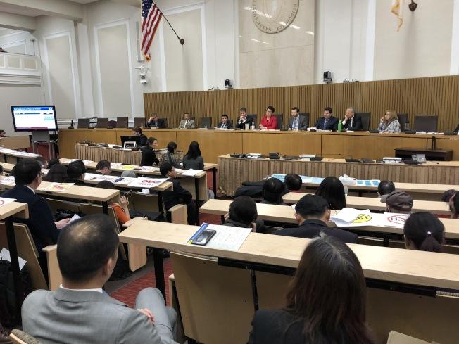 由麻州眾議員陳德基(Tackey Chan)提出的族裔細分法案H.2681將於10月15日(周二)上午10時半至下午4時半在麻州州府Gardner Auditorium舉辦參眾議會聯合聽證會。圖為該法案前身H.3361亞裔細分法案去年年初聽證會現場。(記者劉晨懿之/攝影)