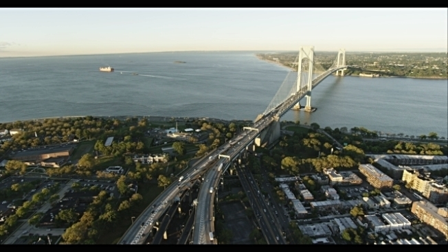 維權組織希望在維拉札諾大橋增設單車道或行人道。(本報檔案照)