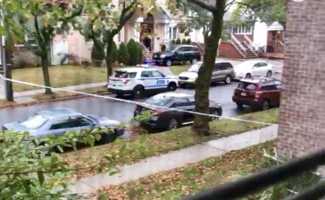 警方在現場調查。(Citizen視頻截圖)