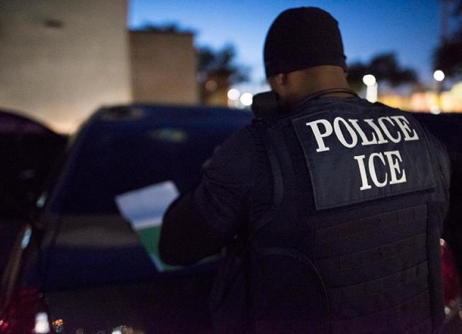 聯邦移民及海關執法局(ICE)日前宣布,在紐約市和長島逮捕了23名有性犯罪紀錄的移民,其中長島被捕的移民集中在納蘇郡和蘇福克郡。(本報檔案照)