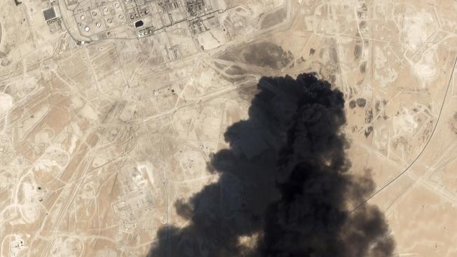 沙國遭襲的衛星照。(美聯社)