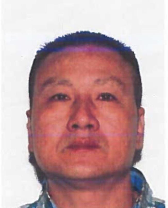 該名華男涉嫌持槍攻擊,警方以攻擊罪名發布通緝。(市警提供)