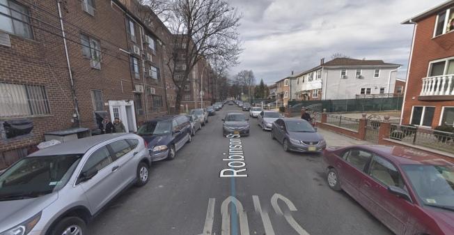 嫌犯冒充警察入室搶劫這條街上的華人家庭。(取自谷歌地圖)