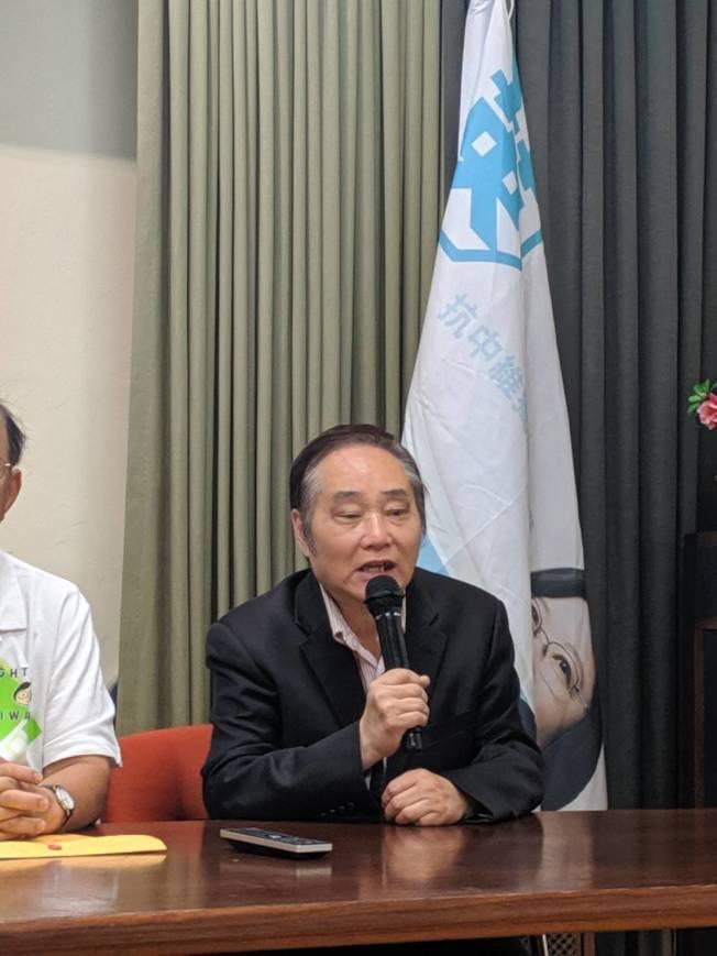 台灣會館副董事長蔡漢城對林飛帆十分欣賞,說他在最當紅時出國深造自己(記者 蕭永群/攝影)