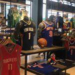 抵制!NBA北京旗艦店下架火箭隊產品 只剩姚明球衣