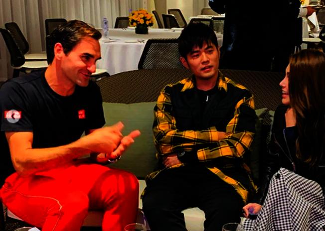 網壇天王費德勒(左)與周杰倫夫婦相見歡。(取材自Instagram)
