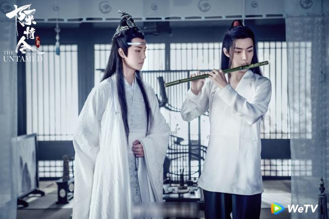肖戰(右)與王一博因主演《陳情令》暴紅。(取材自微博)