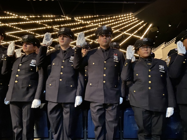 畢業學生宣誓成為紐約市警。(記者鄭怡嫣 / 攝影)