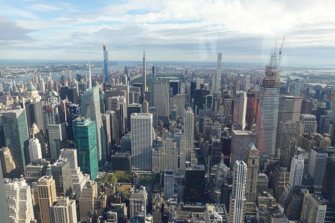 在帝国大厦第102层观景台,整个纽约市尽收眼底。(记者金春香/摄影)