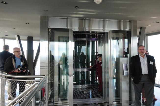 帝国大厦全新打造的第102层360度极致视野全景落地窗观赏台,本周六开放。(记者金春香/摄影)