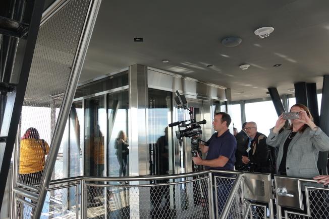 帝国大厦全新打造的第102层360度极致视野全景落地窗观赏台,本周六正式开放。(记者金春香/摄影)