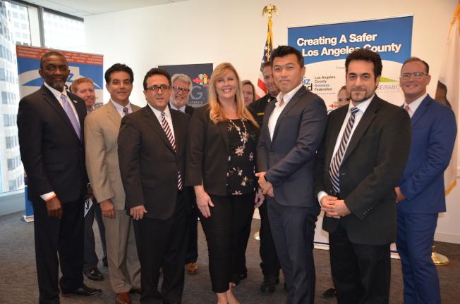 南加州多個社團組織代表鼓勵業主升級建築物以增強抗震能力。(記者王全秀子/攝影)
