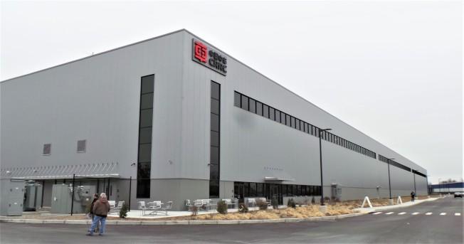 中車公司在麻州春田市斥資9500萬元建造20.4萬平方呎大的新廠房外觀。(記者唐嘉麗/攝影)