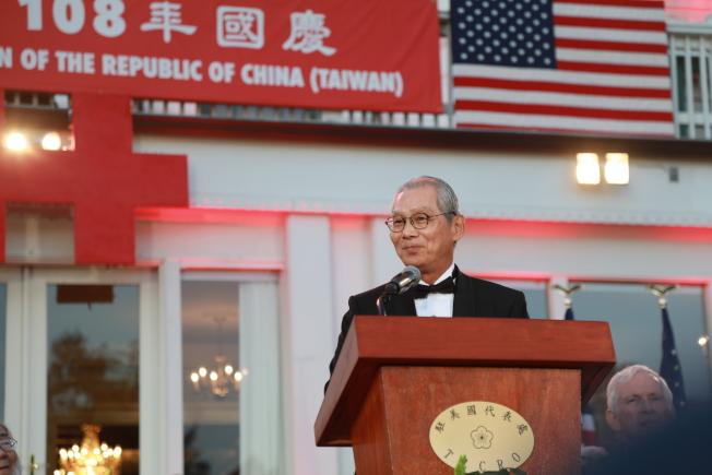 中華民國駐美代表處10日晚在雙橡園舉行建國108年國慶酒會,駐美代表高碩泰致詞。(記者羅曉媛/攝影)