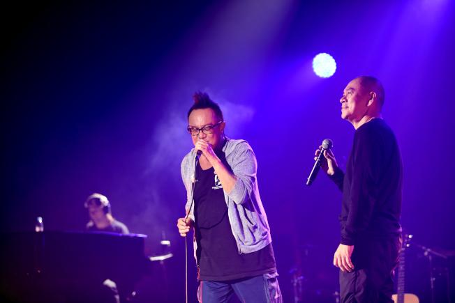 黃大煒個唱邀來導演蔡明亮(右)擔任嘉賓,跨界合作很吸睛。(圖:媒體棧提供)