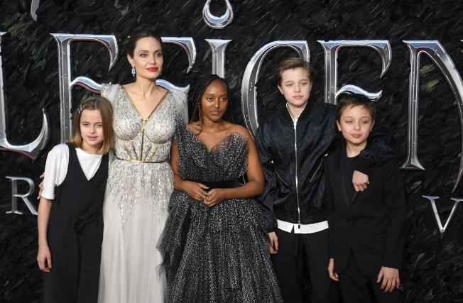 安琪琳娜裘莉偕子女宣傳新片「黑魔女2」,成為紅毯焦點。(歐新社)