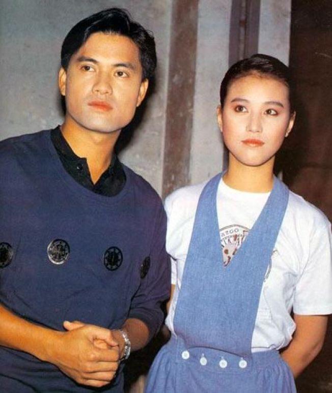 周海媚(右)離婚後,被呂良偉(左)出書指責不不服侍爸爸。(取材自微博)