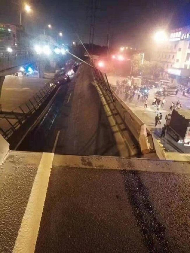 無錫高架橋倒塌現場。(取材自揚子晚報)