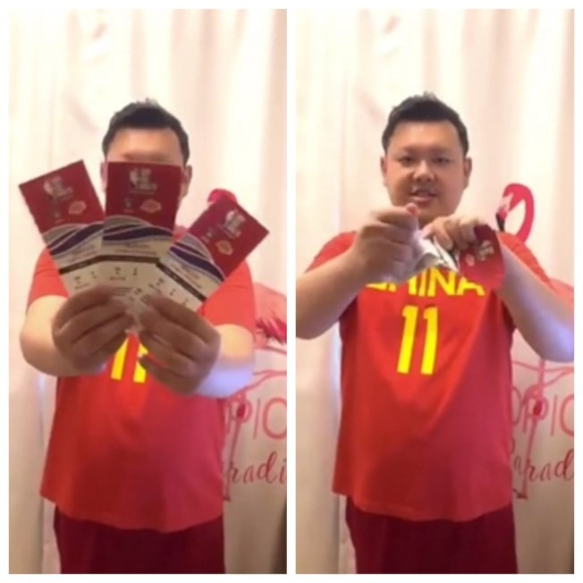 中國球迷在網路上分享撕球票的影片,湖人對籃網在上海熱身賽一張票面價人民幣4600元,他一口氣就撕了三張。路透/Newsflare