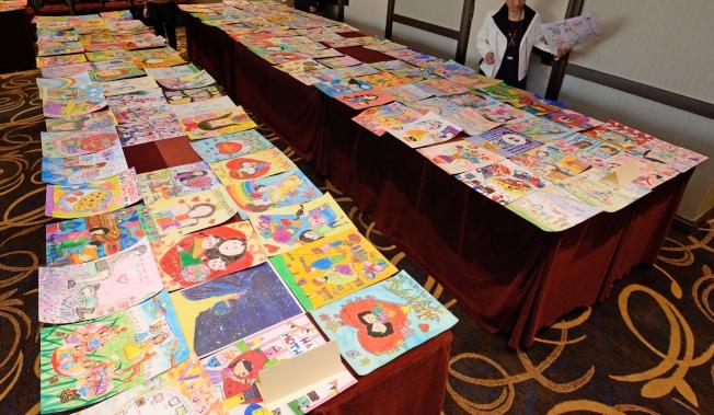 世界日報與美國味全公司共同舉辦繪畫比賽。(本報檔案照)