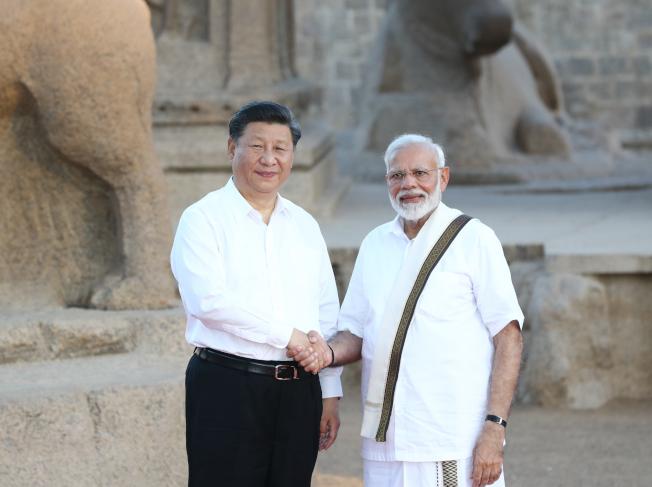 中國國家主席習近平(左)11日在清奈會見印度總理莫迪。(新華社)