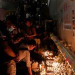 網傳遭警方「私了」 少女泳將變浮屍 同學燃燭哀悼