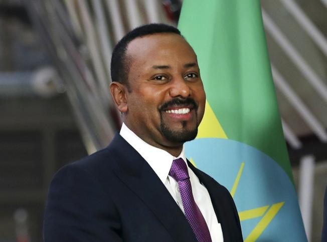 衣索比亞總理艾比伊11日獲得諾貝爾和平獎殊榮,表彰他促成與厄利垂亞解決邊界爭議,達成和平協議的努力。(美聯社)