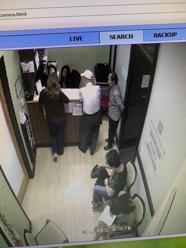 華裔80歲耆老曾愛華9日走失,目前洛市警局及坊間正在全力搜尋耆老下落。(華埠服務中心提供)
