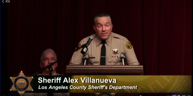 洛杉磯縣警察局局長維拉紐瓦( Alex Villanueva)期勉警界新兵們開始貢獻社區。(翻拍自LASD 臉書)