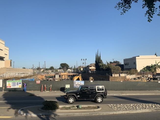 目前「統帥酒店」所在地新項目開發如火如荼。(記者高梓原/攝影)
