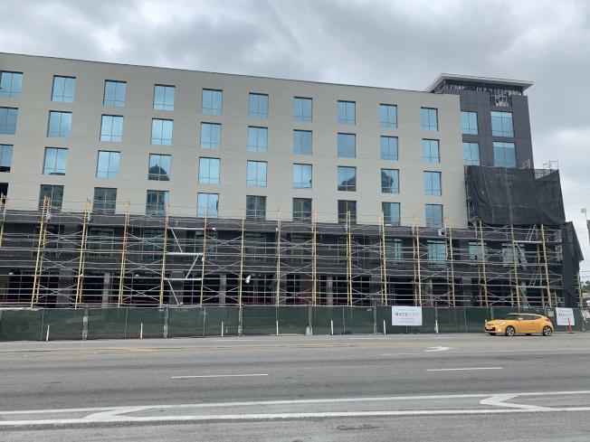 「萬豪花園」酒店(Marriott Courtyard)有望在明年1月全面投入使用。(記者高梓原/攝影)