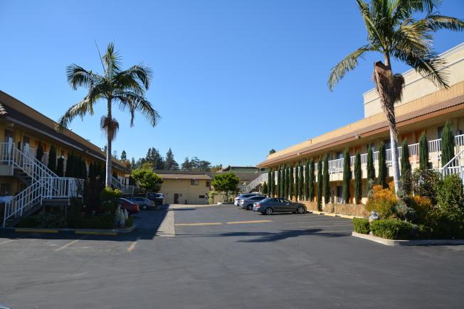 位於北大西洋道420號、與AMC影城為毗鄰的「統帥大酒店(Monterey Park Inn)」有望新一年打造全新商住社區,同時已經確認酒店品牌為套房假日酒店(Holiday Inn Suite)。(本報檔案照)