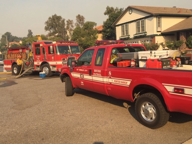 波特牧場到處都是消防車,民衆已緊急撤離。(林大衛提供)