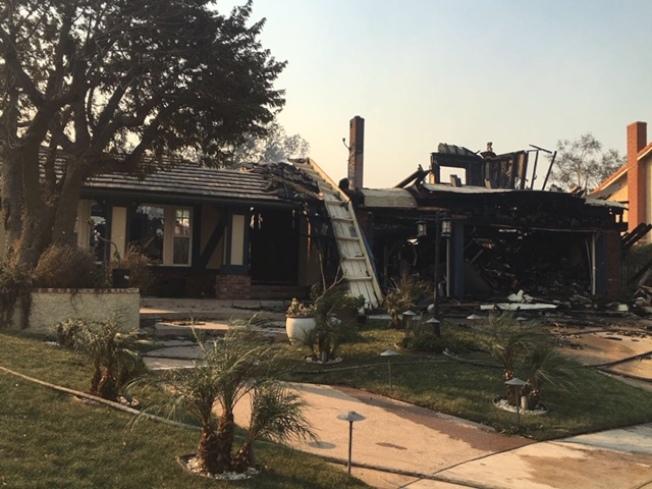 北嶺山上的一棟民宅在11日清晨的大火中焚毀。(林大衛提供)