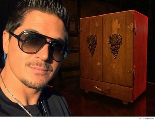 影集Ghost Adventures主要演員Zak Bagan的「鬧鬼博物館」,收藏了一個捉鬼盒(Dybbuk Box)。(鬧鬼博物館官網)
