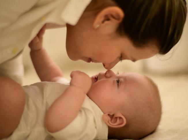 隨民眾婚育觀念改變,晚婚、晚生已成為社會潮流,因為不孕轉而以試管嬰兒求子的民眾也愈來愈多(Photo by Ana Tablas on Unsplash)
