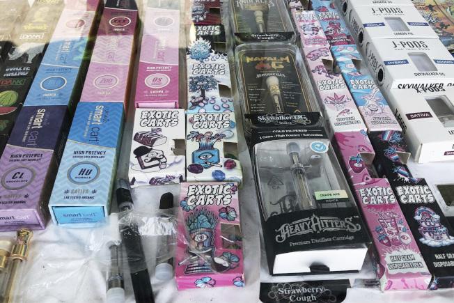 一名華男違規出售電子菸給未滿21歲者,遭警方釣魚執法逮捕。(本報檔案照)
