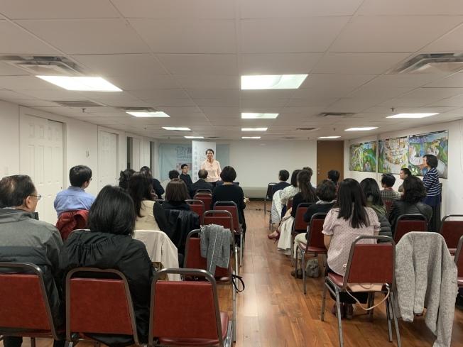 美國華裔註冊護士協會12日在法拉盛舉辦2019年度會員大會,邀請多名在職護士分享經歷。(本報記者/攝影)
