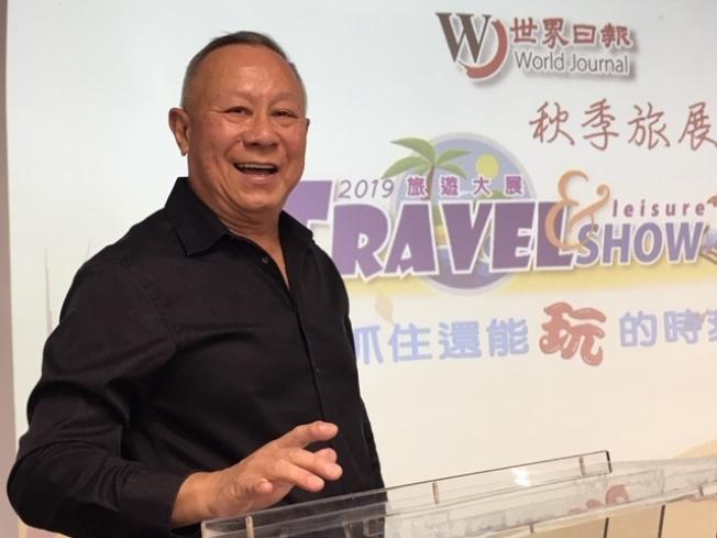 洛杉磯音樂達人章紹曾(Victor Chang)帶來的「娛樂洛城,自得其「樂」」,吸引不少音樂愛好者。(記者楊青/攝影)
