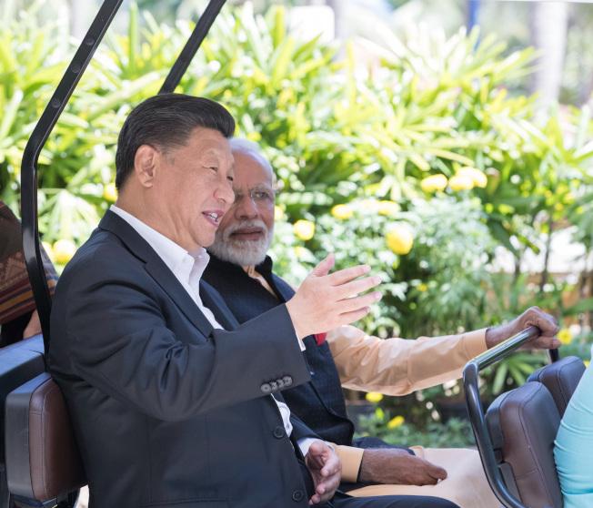 習近平12日在清奈與印度總理莫迪再度會晤。(新華社)