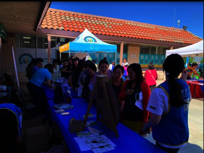 健保博覽會吸引不少民眾。(記者張越/攝影)