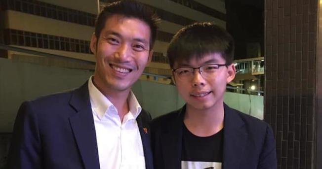 香港眾志秘書長黃之鋒在臉書上載與泰國未來前進黨領袖他納通的合照。(取材自臉書)