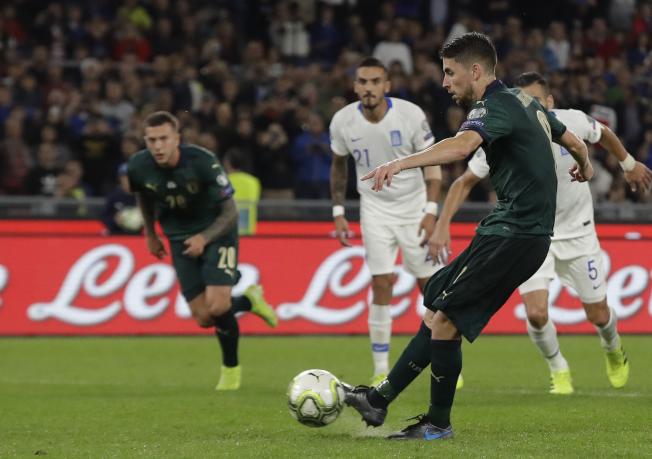 若日尼奧將球罰進為義大利打破僵局。(美聯社)