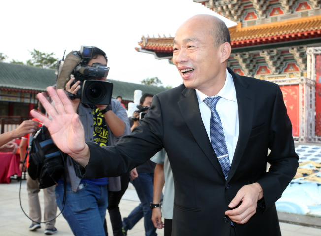 高雄市長韓國瑜12日擔任市民集團婚禮主婚人,期勉新人要記得互相的承諾。(記者劉學聖/攝影)