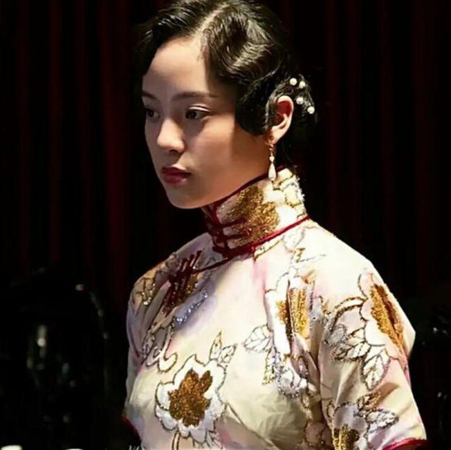 歐陽娜娜穿旗袍,惹來不少網友吐槽。(取材自微博)