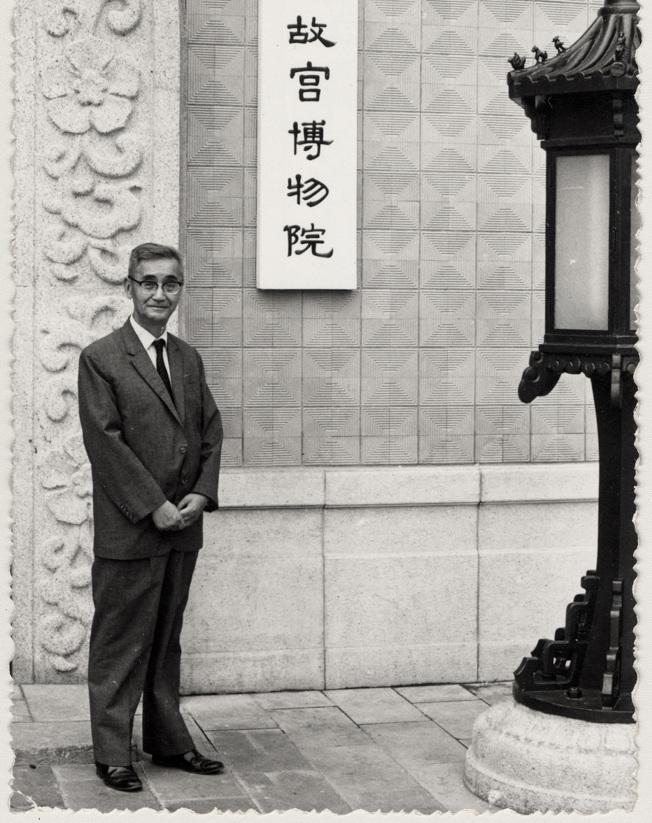 莊嚴1965年於外雙溪故宮開館時,當時由身為攝影家的四子莊靈攝影。(記者何定照/翻攝)