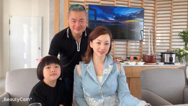 郁方跟老公和女兒Rachel感情好,兩夫妻常被女兒的童言童語嚇到。(圖:郁方提供)