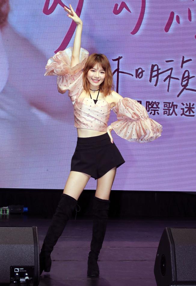 林明禎12日舉行 「愛在一起勾勾纏 林明禎MinChen歌迷牽手會 」,推出全新EP《WHOO》。(記者徐兆玄/攝影)
