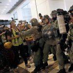 港警FB發文:有警員被示威者以利器從後割頸