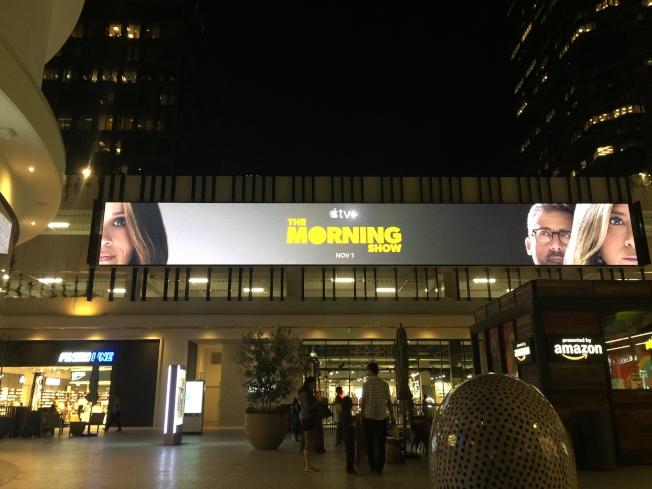 「晨間直播秀」在大型購物中心強打廣告。記者蘇詠智/攝影